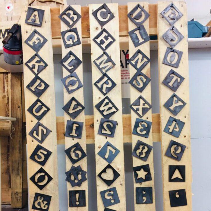 tekst in hout branden Liefslabel
