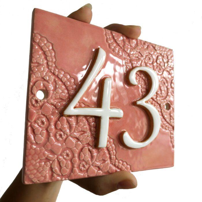 Handgemaakt keramisch huisnummerbord