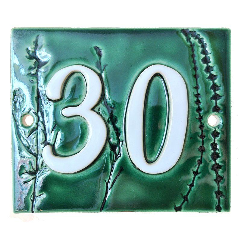 Huisnummerbord nummer 30 groen met plantjes