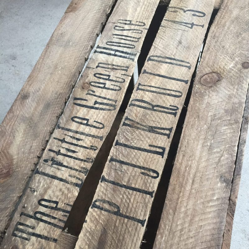 houten krat adres the little green house liefslabel
