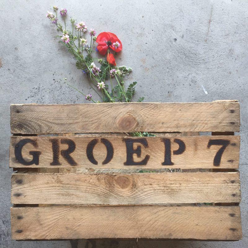 schooltuintje houten krat met tekst liefslabel