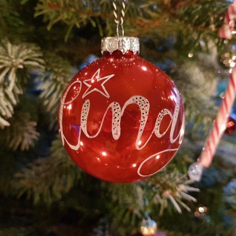 kerstbal met je naam liefslabel marleentekent