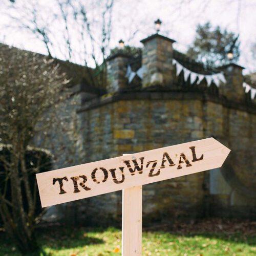 liefslabel-houten-bord-trouwzaal